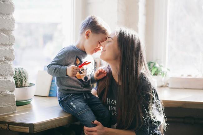 Khi nói chuyện về những vấn đề lớn, nặng nề và nhạy cảm với con, cha mẹ nhất định cần chuẩn bị sẵn sàng những điều này - Ảnh 1.