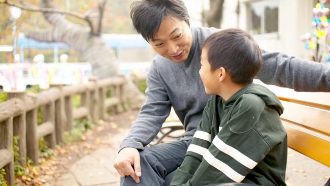 Khi nói chuyện về những vấn đề lớn, nặng nề và nhạy cảm với con, cha mẹ nhất định cần chuẩn bị sẵn sàng những điều này - Ảnh 2.