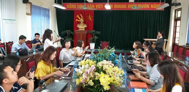 LIVE: Lãnh đạo trường Trần Phú trả lời vụ thầy giáo dạy Toán nghi dâm ô nhiều nam sinh ở Hà Nội - Ảnh 3.