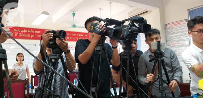 Vụ thầy giáo dạy Toán nghi dâm ô 7 nam sinh: Hiệu trưởng trường Trần Phú cho rằng đây chỉ là trò đùa quá mức - Ảnh 2.