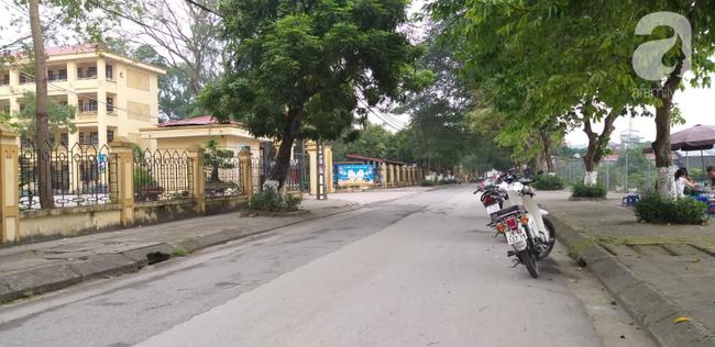 LIVE: Lãnh đạo trường Trần Phú trả lời vụ thầy giáo dạy Toán nghi dâm ô nhiều nam sinh ở Hà Nội - Ảnh 7.