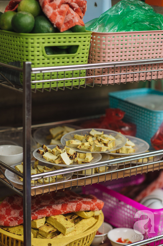 Tranh thủ Hà Nội đẹp trời, ghé phố cổ thưởng thức ngay gỏi sứa đỏ thanh mát giá chỉ 30 nghìn đồng - Ảnh 5.