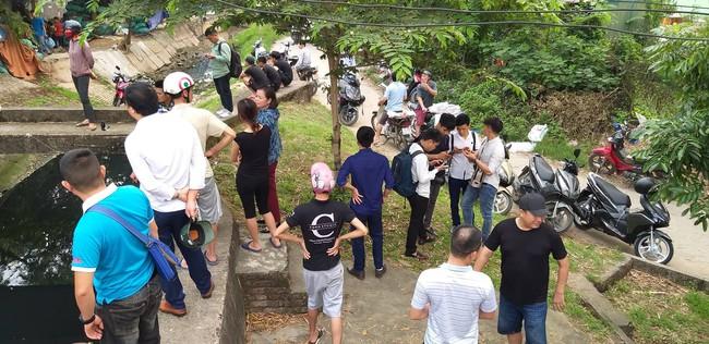 Hiện trường vụ cháy làm 8 người chết tại Hà Nội: Người mẹ gào khóc ngồi đợi nhận thi thể con trai - Ảnh 8.