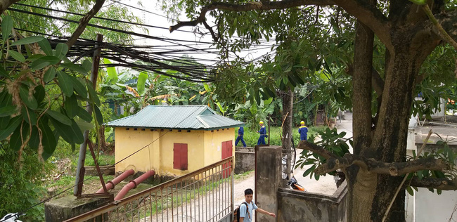 Hiện trường vụ cháy làm 8 người chết tại Hà Nội: Người mẹ gào khóc ngồi đợi nhận thi thể con trai - Ảnh 11.