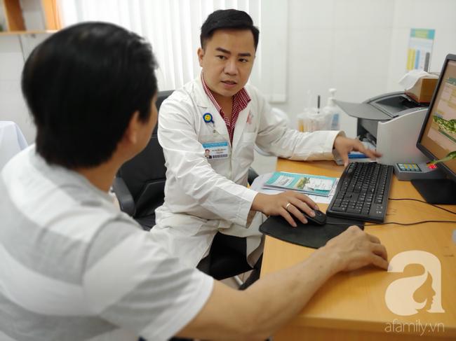 bác sĩ tiết lộ: Ngồi lì trong văn phòng, nghiện xông hơi có thể gây vô sinh ở nam giới - Ảnh 2.