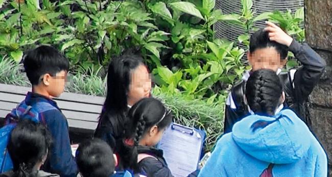 Trương Bá Chi lần đầu xuất hiện sau tin bị ung thư giai đoạn cuối, gây chú ý khi làm điều này cho con trai - Ảnh 6.