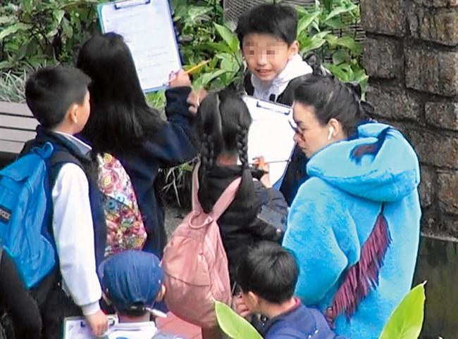 Trương Bá Chi lần đầu xuất hiện sau tin bị ung thư giai đoạn cuối, gây chú ý khi làm điều này cho con trai - Ảnh 7.