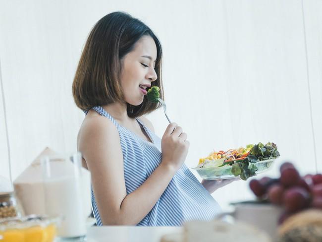 Nguyên nhân chính khiến mẹ bầu bị đường huyết cao trong thai kỳ và những lưu ý các mẹ rất nên nhớ - Ảnh 2.
