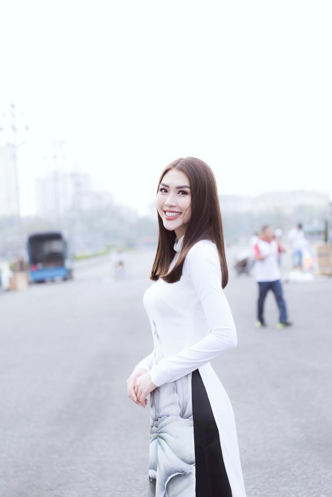 Sở hữu vòng eo 53, Hoa hậu Tường Linh sáng nền nã, tối gợi cảm với áo dài đi dự sự kiện  - Ảnh 2.