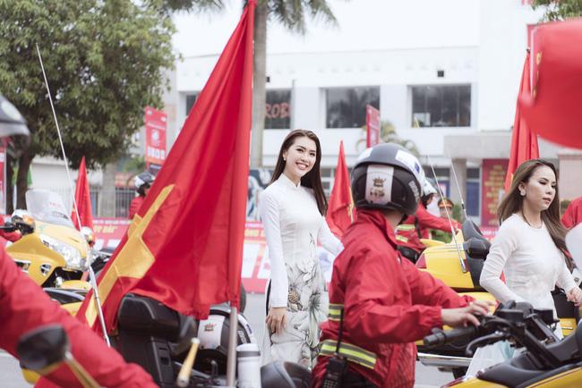 Sở hữu vòng eo 53, Hoa hậu Tường Linh sáng nền nã, tối gợi cảm với áo dài đi dự sự kiện  - Ảnh 5.