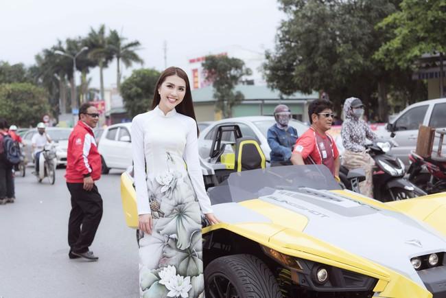Sở hữu vòng eo 53, Hoa hậu Tường Linh sáng nền nã, tối gợi cảm với áo dài đi dự sự kiện  - Ảnh 6.
