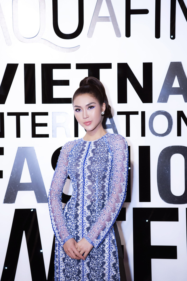 Sở hữu vòng eo 53, Hoa hậu Tường Linh sáng nền nã, tối gợi cảm với áo dài đi dự sự kiện  - Ảnh 7.