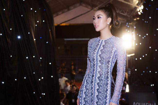 Sở hữu vòng eo 53, Hoa hậu Tường Linh sáng nền nã, tối gợi cảm với áo dài đi dự sự kiện  - Ảnh 8.
