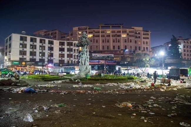 Đà Lạt ngập trong biển rác thải sau kỳ nghỉ lễ, nhìn cảnh tượng nhếch nhác khiến nhiều người sốc nặng - Ảnh 2.