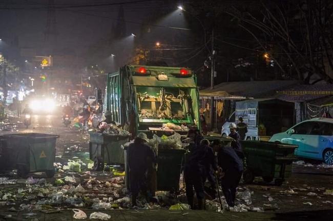 Đà Lạt ngập trong biển rác thải sau kỳ nghỉ lễ, nhìn cảnh tượng nhếch nhác khiến nhiều người sốc nặng - Ảnh 8.