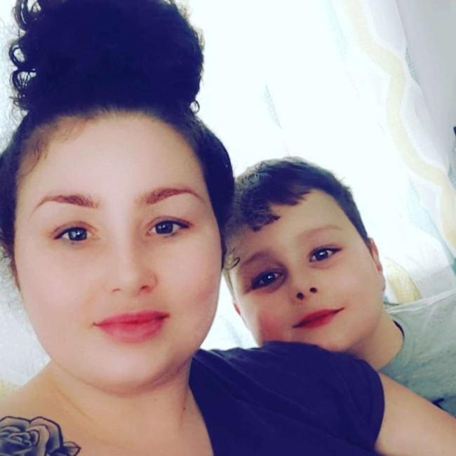 Bỏ con trai 9 tuổi một mình để đi chơi thâu đêm, bà mẹ trở về thấy con đã chết trong vũng máu, thủ phạm là kẻ không ai ngờ - Ảnh 1.