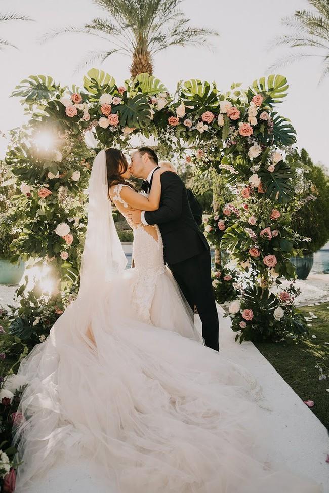 Đi đám cưới về, khách đăng ảnh bóc mẽ cô dâu chú rể, cư dân mạng được phen cười ra nước mắt, thi nhau mỉa mai cặp đôi - Ảnh 1.