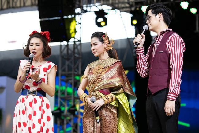 Dân tình náo loạn với nhan sắc cực phẩm của nữ thần Thungsa trong lễ Songkran 2019 tại Thái Lan - Ảnh 11.