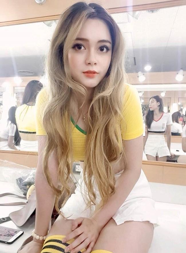 Sau một năm, dàn hot girl World Cup 2018: Người đang là tâm điểm thị phi, người chẳng mặn mà xuất hiện cùng hội chị em - Ảnh 7.