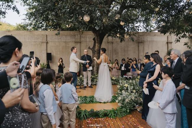 Chồng cũ Hồng Nhung lần đầu xuất hiện sau đám cưới xa hoa với vợ mới - Ảnh 2.