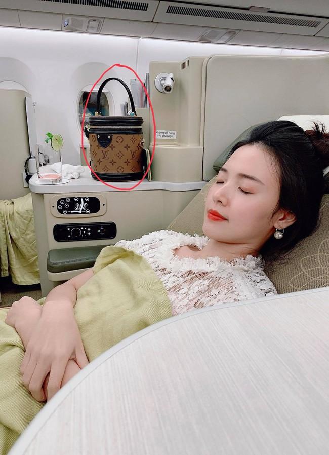 Midu bị mất túi hàng hiệu khi đi du lịch Hàn Quốc, số tiền trong túi khiến nhiều người xót thay - Ảnh 1.