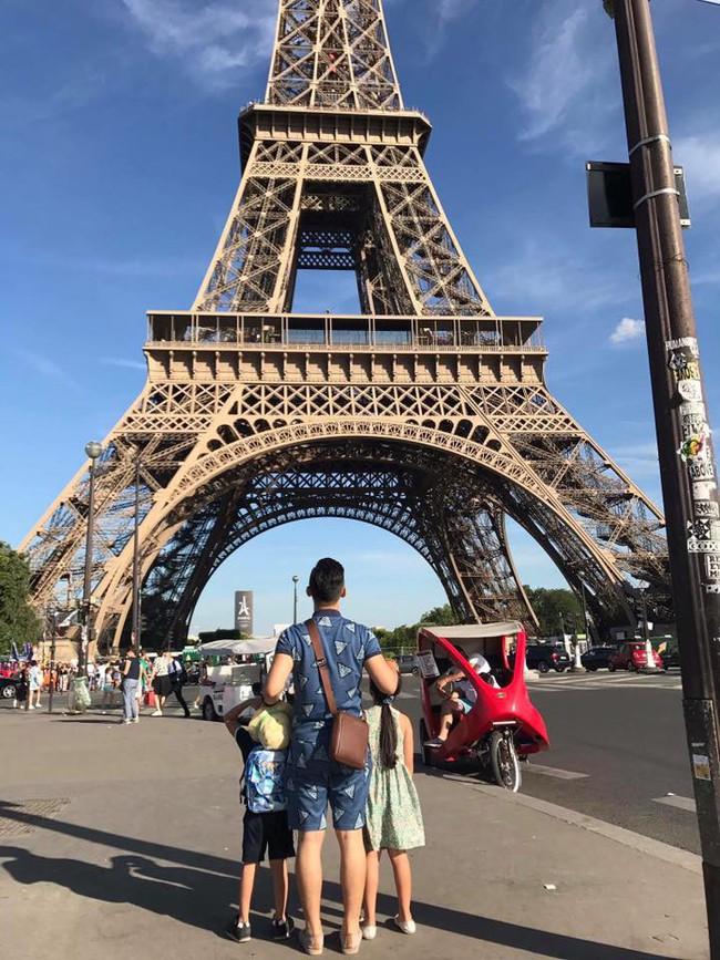 Háo hức đến ngày cả nhà sang Pháp tháng 7 tới, vợ chồng Hằng Túi bàng hoàng khi Nhà thờ Đức Bà Paris cháy lớn - Ảnh 2.