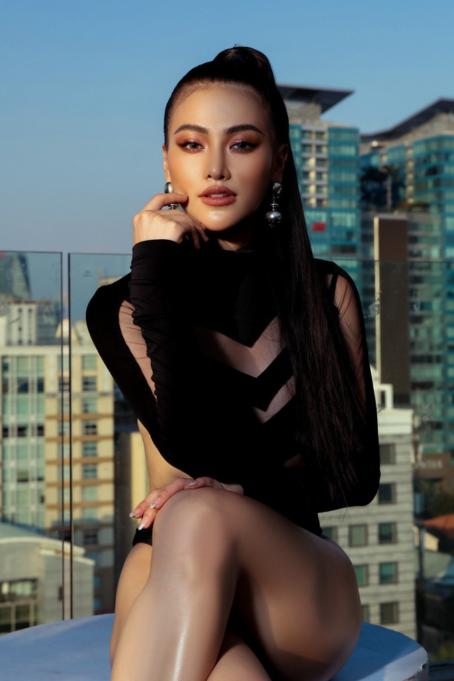Chụp ảnh ở bể bơi là xưa rồi, Hoa hậu Phương Khánh còn lên cả nóc tòa nhà cao tầng chụp bikini - Ảnh 8.
