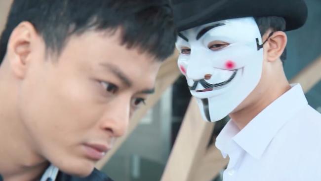 Phim nối tiếp Người phán xử của Hoàng Thùy Linh gây sốc với cảnh cô gái trẻ khỏa thân bị giết trên giường - Ảnh 7.