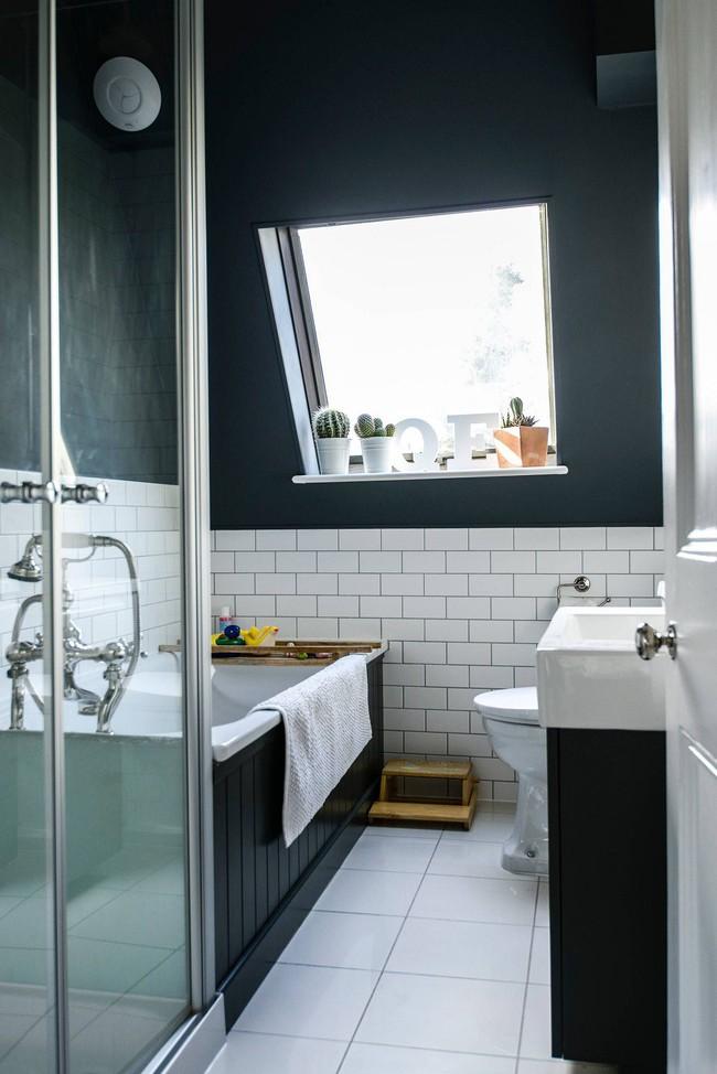 Tận dụng gác mái làm phòng tắm, ý tưởng thiết kế vừa đẹp vừa độc đáo ngại gì mà không thử - Ảnh 1.