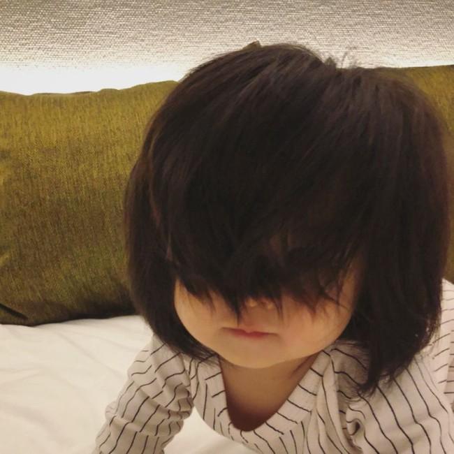 Điểm danh những em nổi như cồn trên mạng vì sở hữu mái tóc chẳng giống ai, các mẹ nhìn vào càng muốn cưng nựng thêm - Ảnh 2.