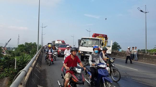 TP.HCM: Xe tải húc đầu vào xe cứu hộ dừng trên đường, 2 người chết tại chỗ, 1 người bị thương  - Ảnh 5.
