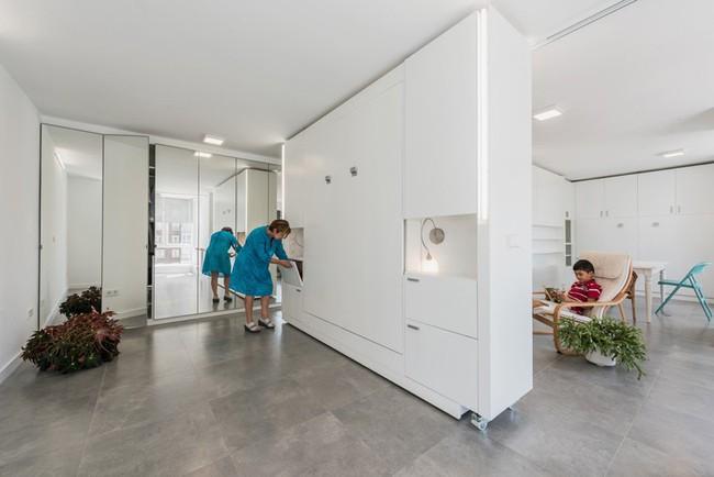 Tường xoay cho phép căn hộ này thay đổi bố cục chỉ trong vài phút - Ảnh 3.