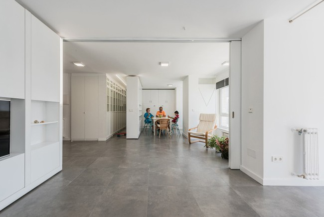Tường xoay cho phép căn hộ này thay đổi bố cục chỉ trong vài phút - Ảnh 7.