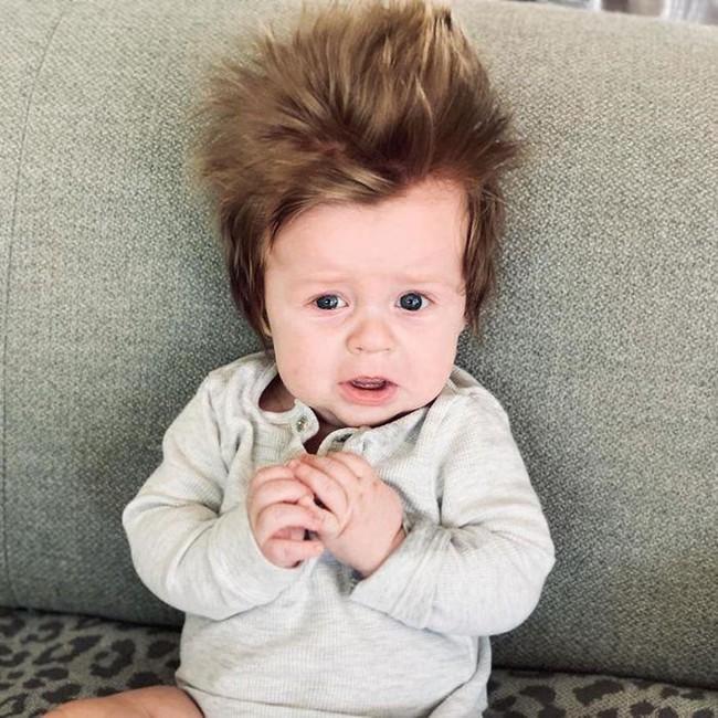 Điểm danh những em nổi như cồn trên mạng vì sở hữu mái tóc chẳng giống ai, các mẹ nhìn vào càng muốn cưng nựng thêm - Ảnh 9.