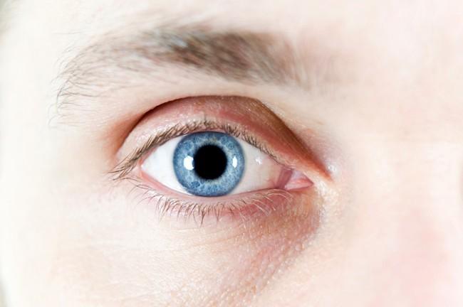 Bệnh nhân ung thư sốc nặng khi chứng kiến mắt bị rách chẳng khác nào… phim kinh dị - Ảnh 2.