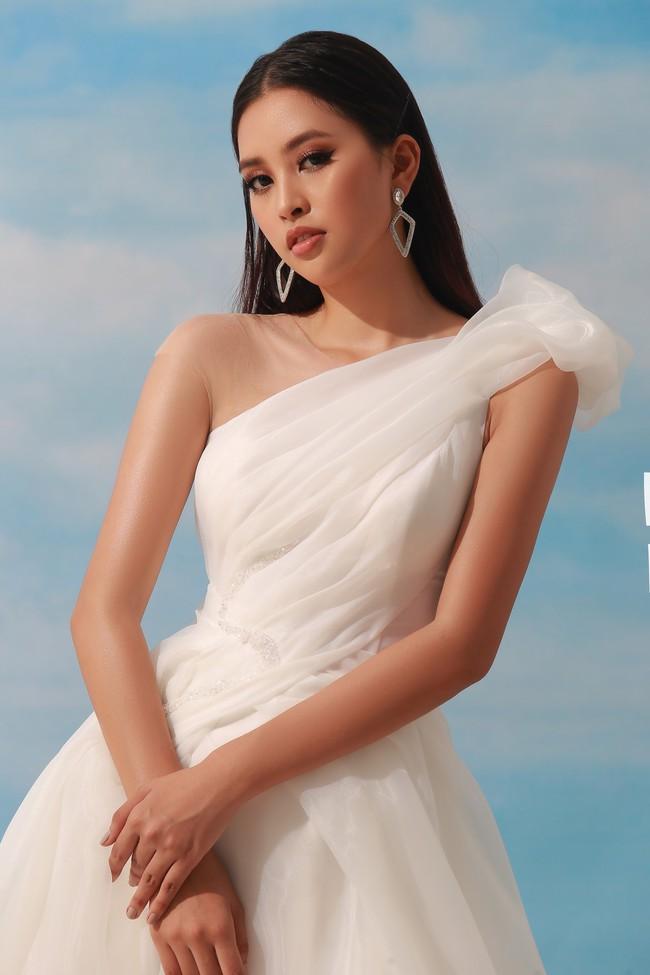 Sau khi đăng quang Hoa hậu Việt Nam 2018, Trần Tiểu Vy ngày càng chịu hở bạo - Ảnh 2.
