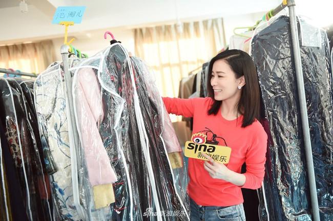 Mặc đơn giản, cười e ấp bên Huỳnh Hiểu Minh, Xa Thi Mạn lại khiến fan náo loạn: Chị ơi làm ơn đừng hack tuổi nữa! - Ảnh 7.