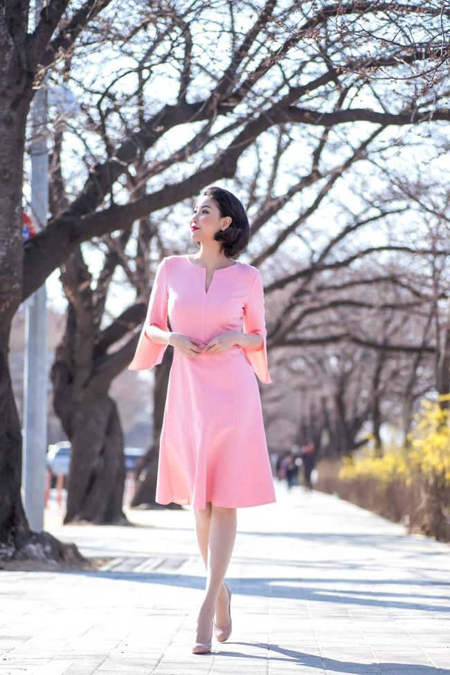 Hoa hậu Hà Kiều Anh khoe dáng thon gọn, rạng rỡ bên con gái cưng ở Hàn Quốc - Ảnh 4.