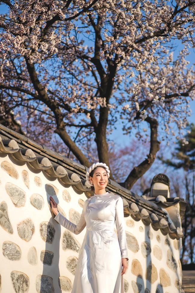 Hoa hậu Hà Kiều Anh khoe dáng thon gọn, rạng rỡ bên con gái cưng ở Hàn Quốc - Ảnh 5.