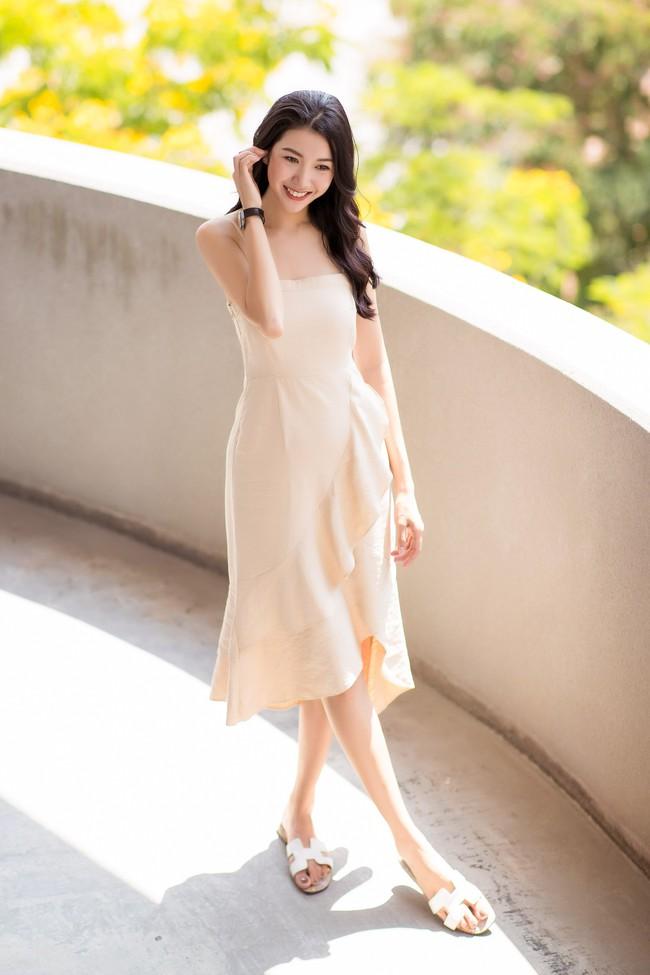 Á hậu Thúy Vân diện đầm 2 dây, xinh đẹp rạng rỡ trở lại giảng đường Đại học ở tuổi 25 - Ảnh 5.