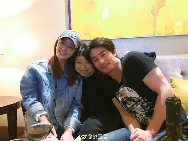 Lâm Tâm Như tới phim trường thăm ông xã nhưng biểu cảm cười tít mắt của Hoắc Kiến Hoa mới là tâm điểm chú ý - Ảnh 3.