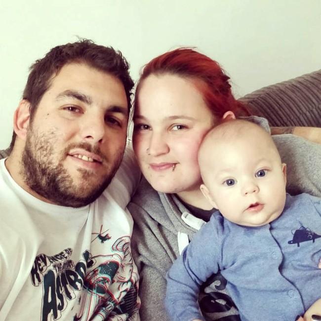 Con trai sơ sinh qua đời trong khi ngủ do đột tử, thế nhưng cặp vợ chồng vẫn cứ khăng khăng làm điều vừa đáng thương, vừa đáng sợ này trong 10 ngày - Ảnh 1.