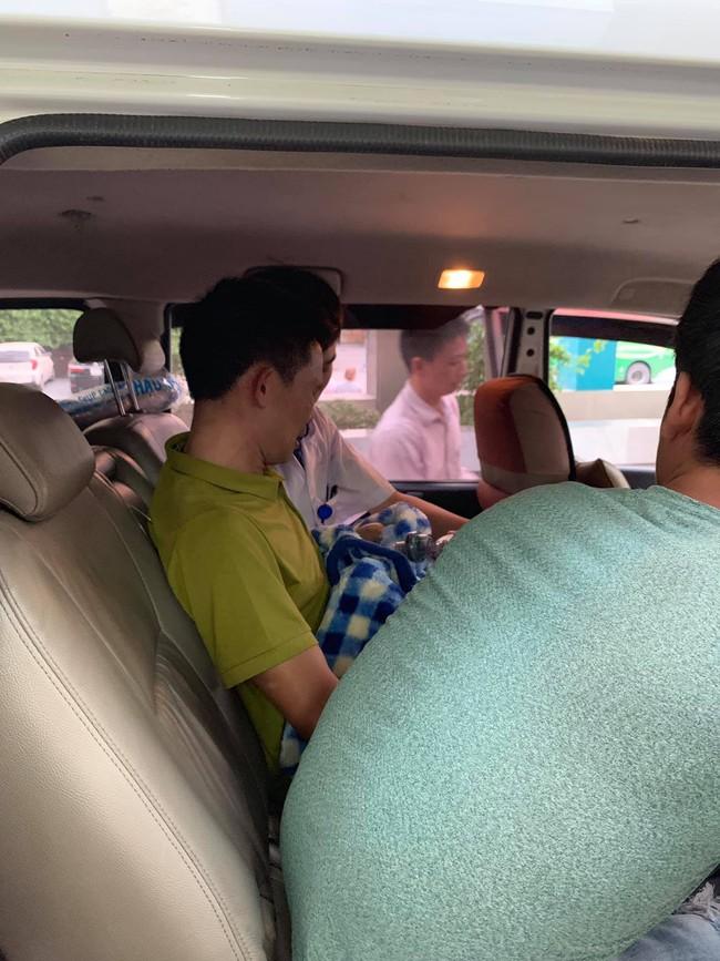 Em của Vì Quốc Chiến qua đời và chuyến xe cuối cùng đưa Lực về quê nhà gặp anh trai - Ảnh 4.