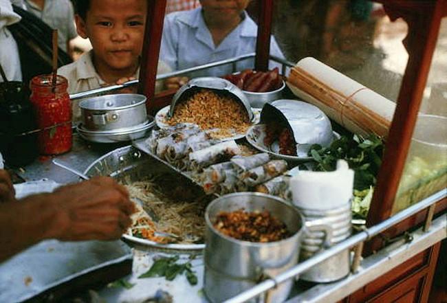 Điểm mặt những thứ quà vặt vỉa hè Sài Gòn xưa, có những cái tên đến nay vẫn còn rất hot - Ảnh 5.
