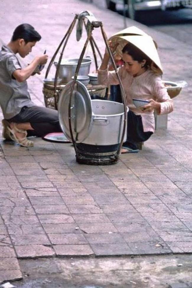 Điểm mặt những thứ quà vặt vỉa hè Sài Gòn xưa, có những cái tên đến nay vẫn còn rất hot - Ảnh 6.