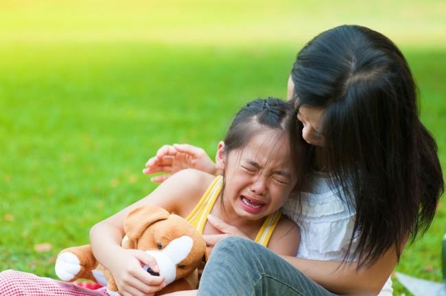 Nếu con bị bạn bắt nạt hay đánh đập ở trường thì đây là điều các bậc phụ huynh nên làm thay vì bảo trẻ mách cô - Ảnh 4.