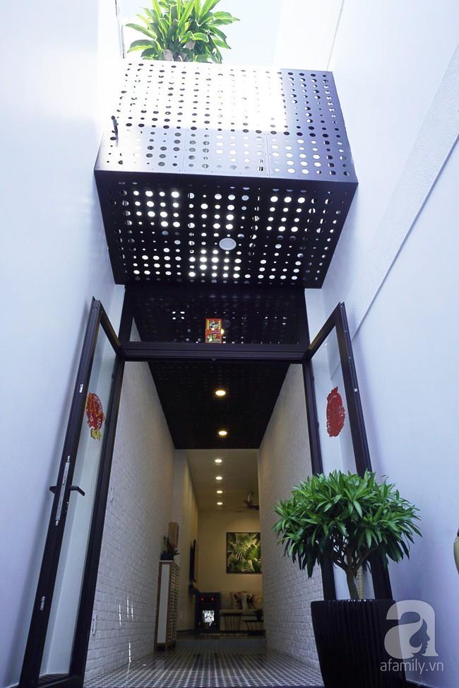 Nhà phố 40m², chiều ngang chỉ 1,8m vẫn đẹp mê hoặc cho gia đình 3 thế hệ sinh sống ở Sài Gòn - Ảnh 2.