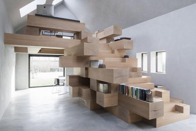 Tận dụng cầu thang thành tủ sách đang trở thành xu hướng, có thiết kế khiến giới mộ điệu phải ngạc nhiên vì sự hoành tráng đến không tưởng - Ảnh 1.