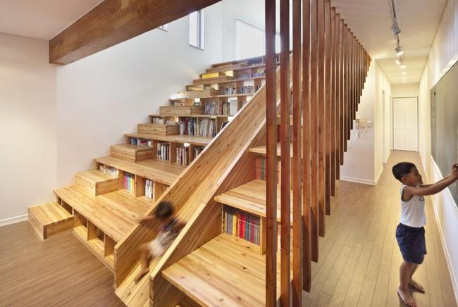 Tận dụng cầu thang thành tủ sách đang trở thành xu hướng, có thiết kế khiến giới mộ điệu phải ngạc nhiên vì sự hoành tráng đến không tưởng - Ảnh 13.