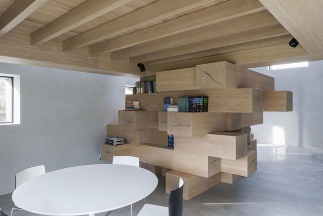 Tận dụng cầu thang thành tủ sách đang trở thành xu hướng, có thiết kế khiến giới mộ điệu phải ngạc nhiên vì sự hoành tráng đến không tưởng - Ảnh 2.